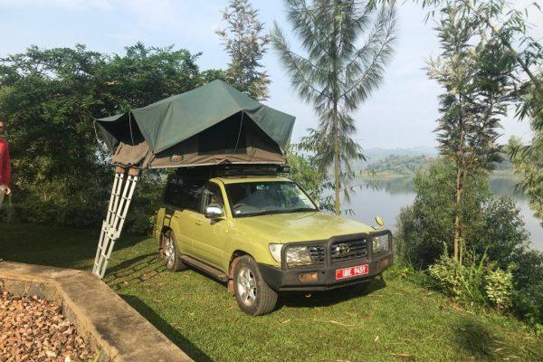 landcruiser Rooftop tent